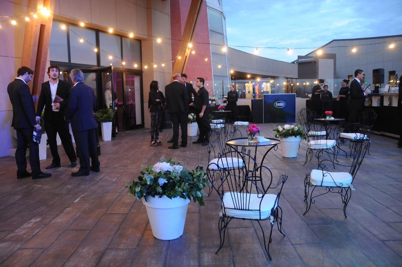 Salones de eventos en pilar tortugas eventos tradem style for Salones para pisos