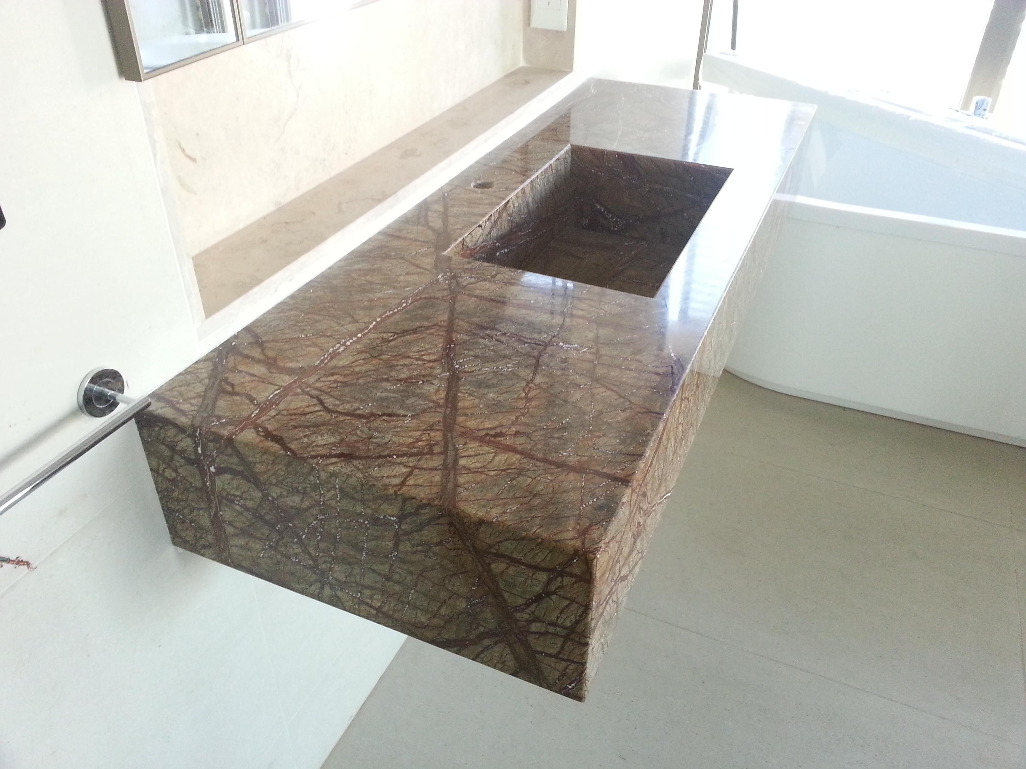 Mesadas especiales para ba os y cocinas eurostone for Con que se limpia el marmol