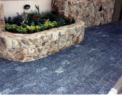 adoquines-naturales-de bajo-espesor-para-exteriores-piedra-miracema-grabado-solido-4