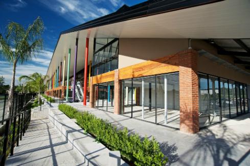 centro-comercial-a-cielo-abierto-en-tigre-docks-del-puerto-1