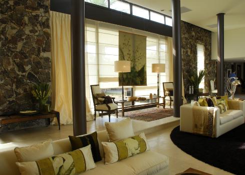 diseno-de-living-para-hoteles-en-pilar-sofitel-cardales-sandy-cairncross-destacada-1