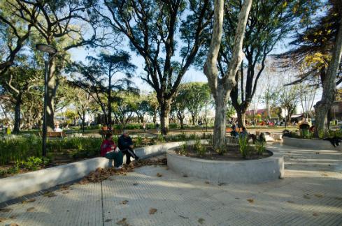 diseno-y-remodelacion-de-espacios-publicos-plaza-en-caseros-meta-fabrica-1