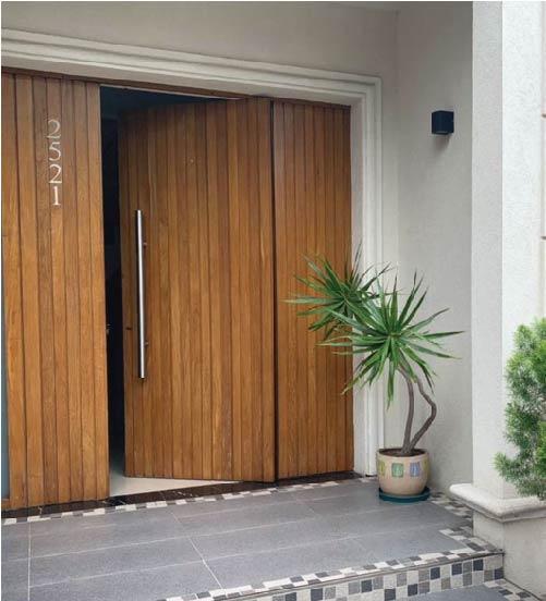 Puertas en madera maciza